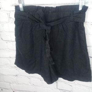 Heart & Hips black linen shorts Sz M